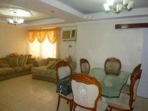 Apartamento En Ventaen Cabimas, Delicias Vieja, Venezuela, VE RAH: 17-13133