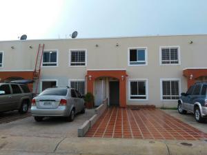 Townhouse En Ventaen Maracaibo, Via La Concepcion, Venezuela, VE RAH: 17-13151