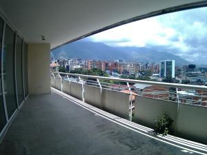 Apartamento En Venta En Caracas - Las Mercedes Código FLEX: 17-10110 No.5
