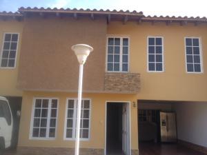 Townhouse En Alquileren Lecheria, El Morro Ii, Venezuela, VE RAH: 17-13209