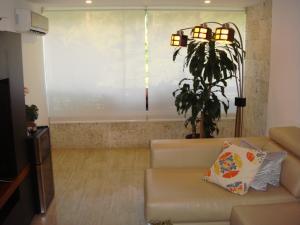 Apartamento En Venta En Caracas - El Cigarral Código FLEX: 17-13347 No.2