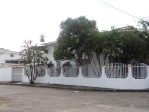 Casa En Alquileren Valencia, Los Naranjos, Venezuela, VE RAH: 17-13487
