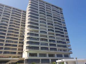 Apartamento En Ventaen Catia La Mar, Playa Grande, Venezuela, VE RAH: 17-13388