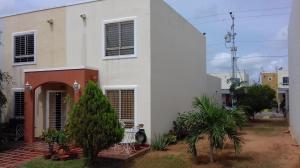Townhouse En Ventaen Maracaibo, Via La Concepcion, Venezuela, VE RAH: 17-13422