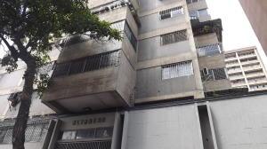 Apartamento En Venta En Caracas - Parroquia La Candelaria Código FLEX: 17-13471 No.0