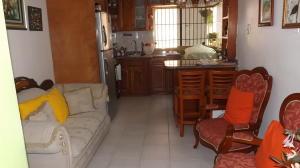 Apartamento En Venta En Caracas - Parroquia La Candelaria Código FLEX: 17-13471 No.2