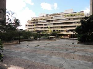 Apartamento En Venta En Caracas - Prados del Este Código FLEX: 17-13429 No.0