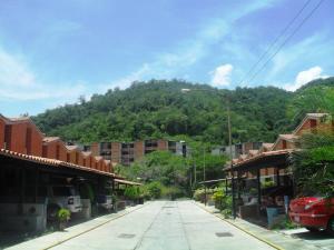 Townhouse En Ventaen Guarenas, Nueva Casarapa, Venezuela, VE RAH: 17-13940