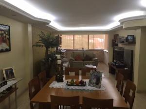 Apartamento En Venta En Caracas - Cumbres de Curumo Código FLEX: 17-13571 No.2