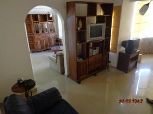Apartamento En Venta En Caracas - Altamira Sur Código FLEX: 17-13572 No.2