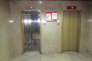 Apartamento En Venta En Caracas - Parroquia La Candelaria Código FLEX: 17-13724 No.2