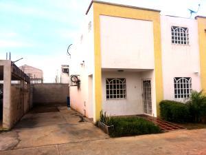 Townhouse En Ventaen Ciudad Ojeda, Avenida Vargas, Venezuela, VE RAH: 17-13799