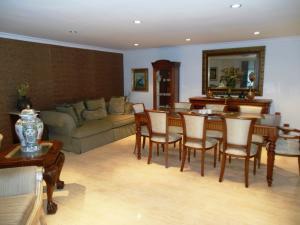 Apartamento En Venta En Caracas En La Castellana - Código: 17-13857