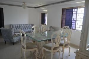 Apartamento En Alquileren Maracaibo, Avenida Milagro Norte, Venezuela, VE RAH: 17-13909