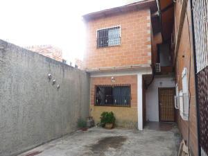 Casa En Ventaen Maracay, Avenida Aragua, Venezuela, VE RAH: 17-13999