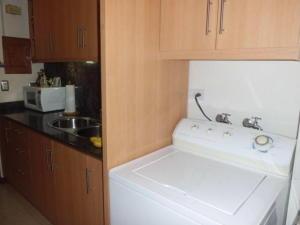 Apartamento En Venta En Caracas - Lomas del Avila Código FLEX: 17-14010 No.4