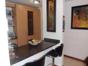 Apartamento En Venta En Caracas - Lomas del Avila Código FLEX: 17-14010 No.7