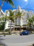 Apartamento En Ventaen La Guaira, Caraballeda, Venezuela, VE RAH: 17-15130