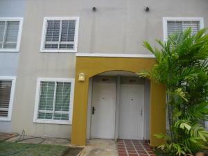 Townhouse En Ventaen Maracaibo, Via La Concepcion, Venezuela, VE RAH: 17-14023