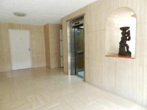 Apartamento En Venta En Caracas - La Florida Código FLEX: 17-14067 No.2