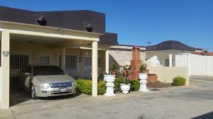 Casa En Ventaen Punto Fijo, Puerta Maraven, Venezuela, VE RAH: 17-14134