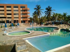 Apartamento En Ventaen Tucacas, Tucacas, Venezuela, VE RAH: 17-14325