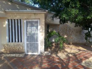 Casa En Ventaen Municipio San Francisco, Manzanillo, Venezuela, VE RAH: 17-14405
