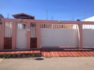 Casa En Ventaen Punto Fijo, Puerta Maraven, Venezuela, VE RAH: 17-14583