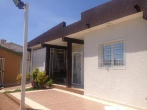 Casa En Ventaen Punto Fijo, Santa Irene, Venezuela, VE RAH: 17-14587