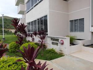 Apartamento En Venta En Caracas - Bosques de la Lagunita Código FLEX: 17-14747 No.2