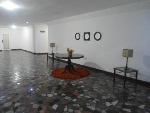 En Venta En Caracas - La Boyera Código FLEX: 17-14773 No.14