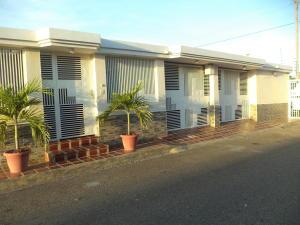 Townhouse En Ventaen Maracaibo, La Picola, Venezuela, VE RAH: 17-14857