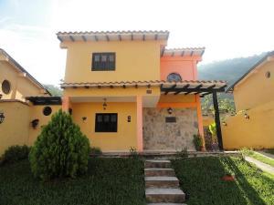 Townhouse En Ventaen Municipio San Diego, El Polvero, Venezuela, VE RAH: 17-14928