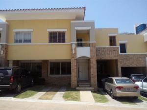 Townhouse En Ventaen Maracaibo, Avenida El Milagro, Venezuela, VE RAH: 17-15054