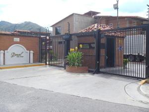 Townhouse En Ventaen Guatire, Buenaventura, Venezuela, VE RAH: 17-15091