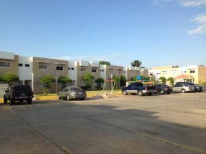 Townhouse En Alquileren Maracaibo, Avenida Goajira, Venezuela, VE RAH: 17-15365