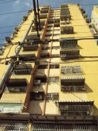 Apartamento En Ventaen Maracay, Urbanizacion El Centro, Venezuela, VE RAH: 17-15435
