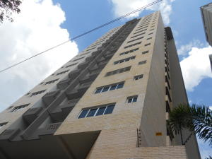 Apartamento En Ventaen Valencia, Las Chimeneas, Venezuela, VE RAH: 17-15470