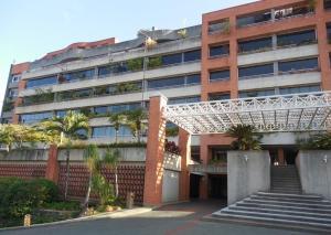Apartamento En Venta En Caracas - Lomas de La Lagunita Código FLEX: 17-15498 No.0