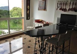 Apartamento En Venta En Caracas - Lomas de La Lagunita Código FLEX: 17-15498 No.2