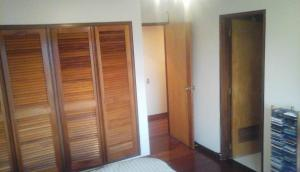 Apartamento En Venta En Caracas - Lomas de La Lagunita Código FLEX: 17-15498 No.8