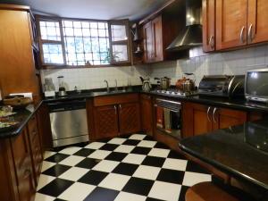 Casa En Venta En Caracas - Los Palos Grandes Código FLEX: 17-15511 No.14