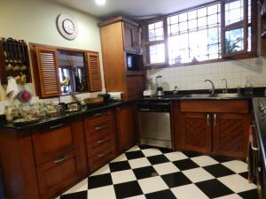 Casa En Venta En Caracas - Los Palos Grandes Código FLEX: 17-15511 No.15