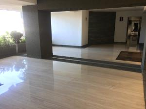 Apartamento En Venta En Caracas - Colinas de Bello Monte Código FLEX: 17-15713 No.4