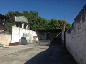 Local Comercial En Ventaen Municipio Libertador, La Esperanza, Venezuela, VE RAH: 17-15794