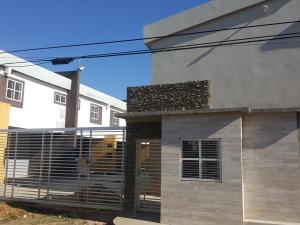 Townhouse En Ventaen Ciudad Ojeda, La Tropicana, Venezuela, VE RAH: 17-15642