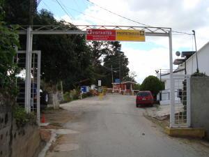 Terreno En Ventaen Caracas, Los Robles, Venezuela, VE RAH: 17-15883