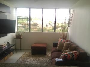 Apartamento En Ventaen Caracas, Los Naranjos Humboldt, Venezuela, VE RAH: 18-27