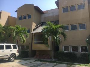 Apartamento En Alquileren Lecheria, Av Americo Vespucio, Venezuela, VE RAH: 18-89