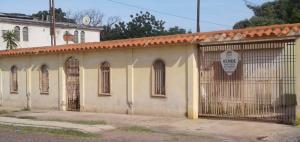 Casa En Ventaen Municipio San Francisco, Manzanillo, Venezuela, VE RAH: 18-185